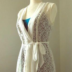 🆕Gorgeous White Lace Wrap Dress with Blue Slip